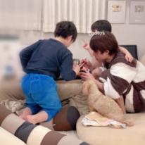 """辻希美、夫・杉浦太陽と息子たちの""""凄く微笑ましい""""姿を公開「我が家のメンズ3人」"""