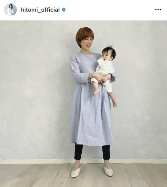 """hitomi、6ヶ月息子の検診報告&夫の""""抱っこSHOT""""公開に反響「パパさん格好いい」「素敵な写真」サムネイル画像!"""