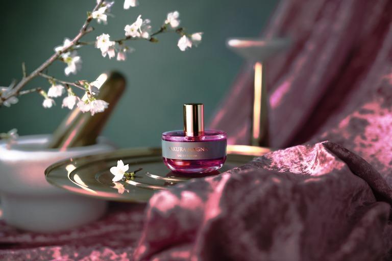 リベルタ・パフューム初のプレタポルテライン第一弾!桜の花を新解釈した香り「サクラ・マグナ」サムネイル画像