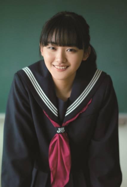 櫻坂46・山崎天、濃紺のセーラー服に身を包んだメモリアルSHOT公開サムネイル画像