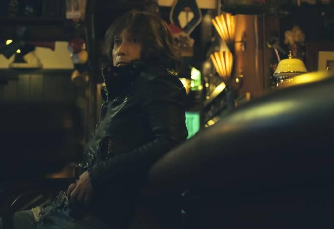 浅井健一、NEW ALBUM「Caramel Guerrilla」初回生産限定盤の特典映像を先行公開