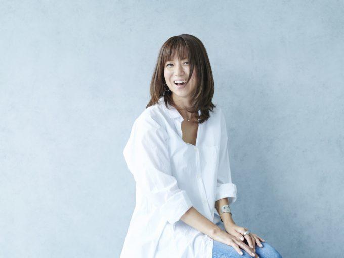 """「そっくり」hitomi、三男との""""春色リンクコーデ""""に反響「癒されますね~」サムネイル画像"""