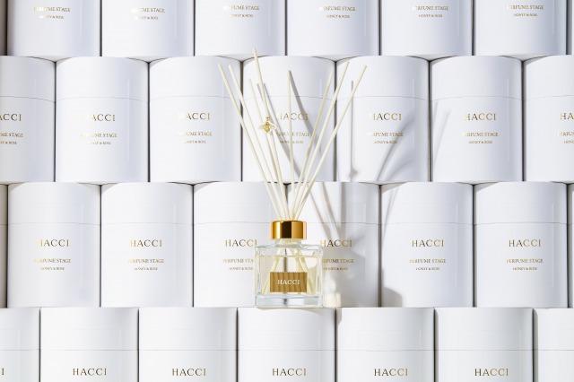 HACCI、幻想的な薔薇の香りとはちみつの甘く優しい香りが奏でる ディフューザーが登場!サムネイル画像