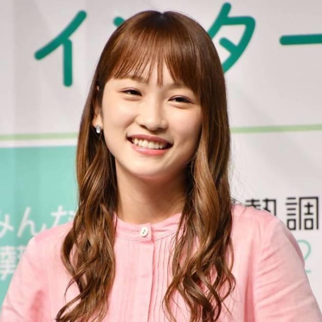 """川栄李奈、""""ドヤ顔""""と自然体な笑顔見せ反響「超かわいい」「笑顔が天使すぎ」サムネイル画像!"""