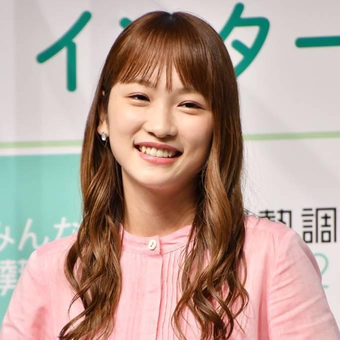 """川栄李奈、""""ドヤ顔""""と自然体な笑顔見せ反響「超かわいい」「笑顔が天使すぎ」"""