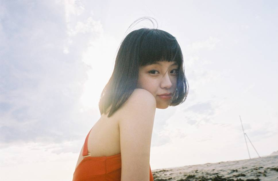 人気中国人モデル・る鹿、2ndシングルは真島昌利(ザ・クロマニヨンズ)からの楽曲提供サムネイル画像