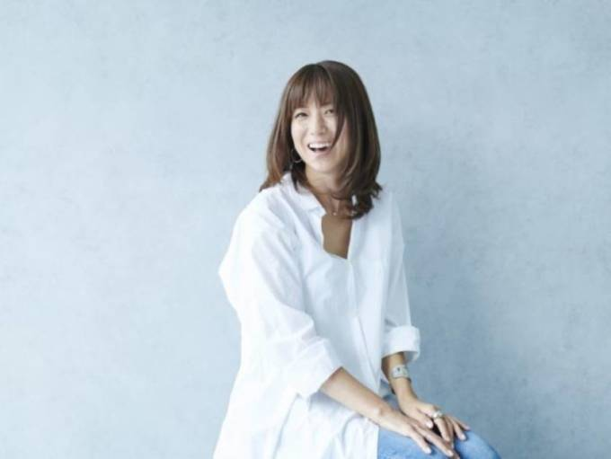 """「50代に向けて…」hitomi、美スタイル際立つ""""私らしい""""コーデに反響「本当に素敵」"""