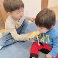 """「アミーゴに似てる」鈴木亜美、長男&次男の""""ラブラブSHOT""""に反響「兄ちゃん優しいね」"""