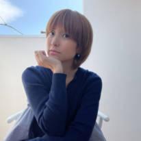 """hitomi、引っ越し後の新居での""""くつろぎSHOT""""公開「テラスでぼんやり~」"""