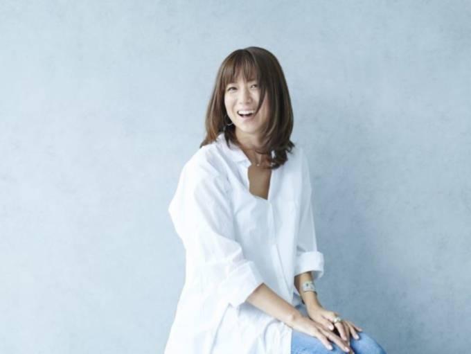 """「脚がhitomiそのもの」hitomi、中学生長女の""""H&Mファッション""""に反響「スタイル抜群」"""