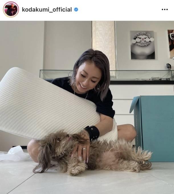 """倖田來未、愛犬との""""くつろぎSHOT""""公開し反響「可愛さにメロメロ」「癒されました」"""