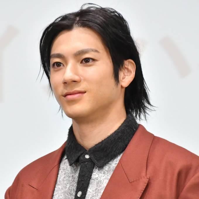「スタイル良すぎ」山田裕貴、クールなスーツ姿にファン悶絶「ビジュ最高です」「イケメン」