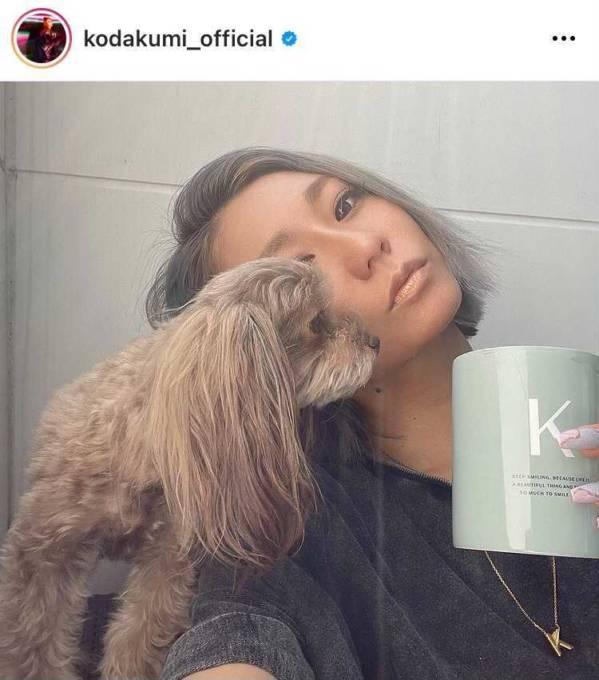 倖田來未、自宅庭での愛犬とのまったりSHOTに「癒されました」「可愛い!!」の声