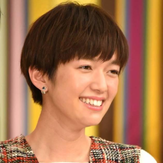 「美人すぎ」佐藤栞里、メイク中の笑顔のオフショット公開し「幸せそう」の声サムネイル画像!