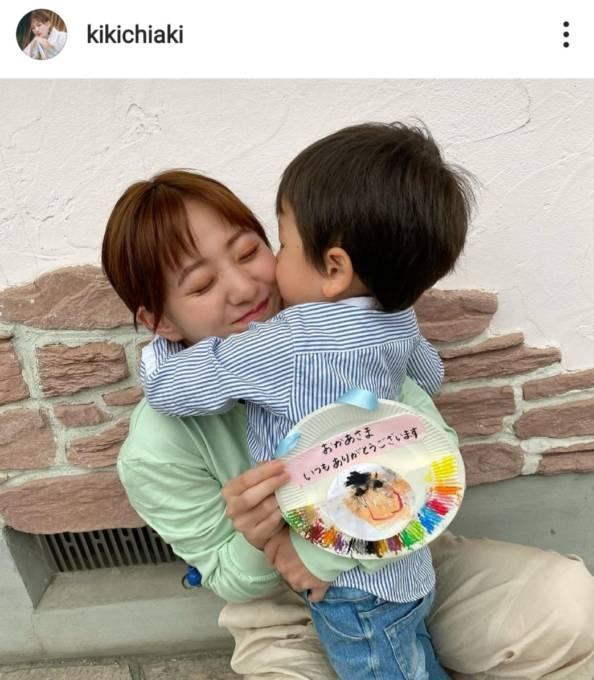 伊藤千晃、3歳息子にハグされる親子SHOTに反響「尊いです」「凄く幸せそうでほっこり」