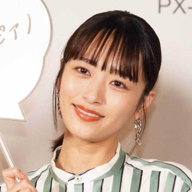 近藤千尋、グリーンが印象的なサロペットコーデ公開「ほんと綺麗」「めちゃめちゃ美人」サムネイル画像!