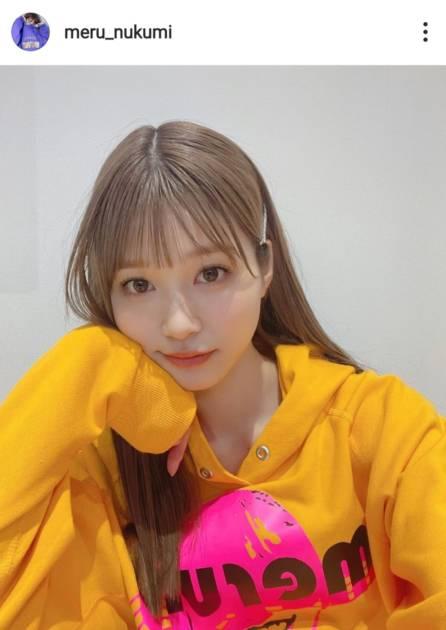 めるる、ポップなパーカースタイル&春らしいオレンジニットのコーデ公開「色めっちゃ良い」「可愛すぎるやろ」サムネイル画像!