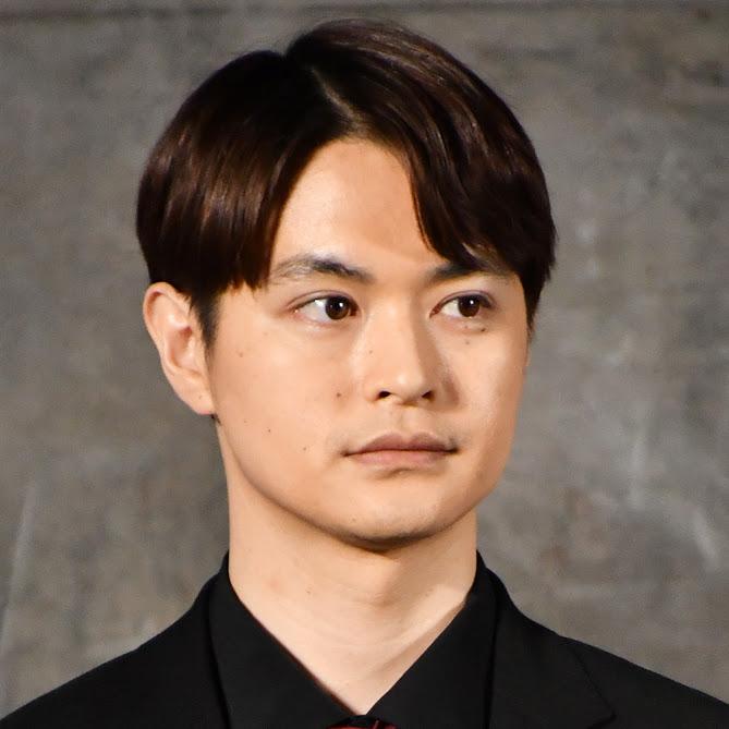 瀬戸康史、33歳の誕生日にヒゲ姿のメガネSHOTを公開し反響「似合ってます」「ワイルドな感じが素敵」