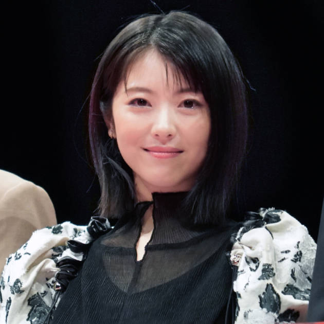 「圧倒的なかわいさ」浜辺美波、ジャージ姿の笑顔まぶしいオフショットに絶賛の声「天使ですか?」サムネイル画像!