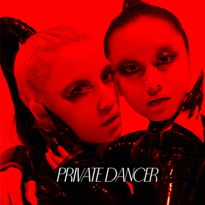 FEMM、Dua LipaやM.I.A.を手掛ける「ADP」をプロデューサーに迎えたデカダンスな新曲「Private Dancer」のMV公開