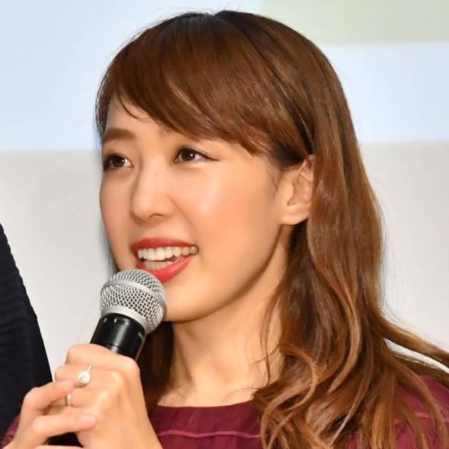 """川崎希、""""うさぎちゃん""""長女のお風呂あがりの舌ぺろSHOTを公開サムネイル画像!"""