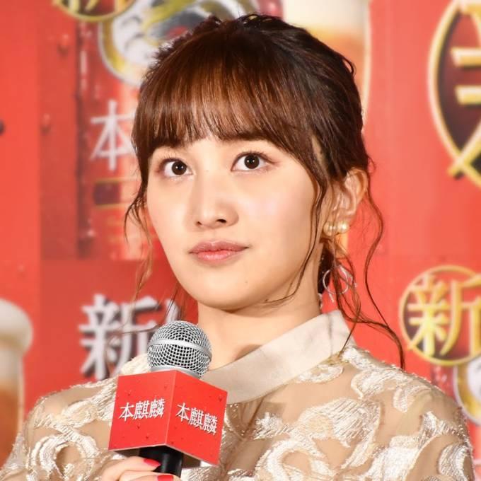 """「大人っぽ」ももクロ・百田夏菜子、デコだしヘアの""""笑顔SHOT""""に反響「どんどん美人さんに…」"""