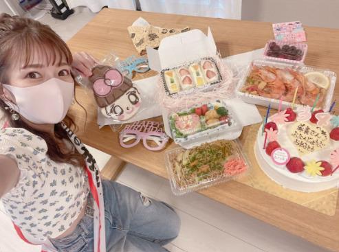 """辻希美、34歳の誕生日間近で""""早めのお祝い""""報告「歳をとるのは嫌だけど…」「嬉しいな」"""
