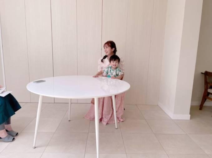 辻希美「ずっとパジャマです 笑」2歳三男の公園&撮影現場SHOT公開「終始ご機嫌さんで…」
