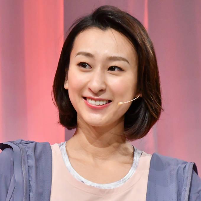 「色っぽい」浅田舞、美肩あらわなワンショルダードレスに絶賛の声「スタイルも抜群」