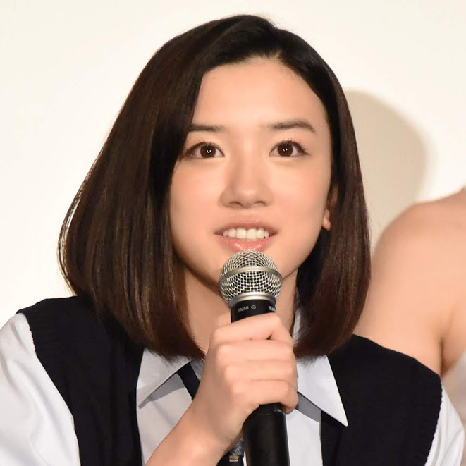 """永野芽郁、""""交番女子""""な制服ひょっこりSHOT公開「キュン死なんだけど」「可愛すぎる婦警さん」"""
