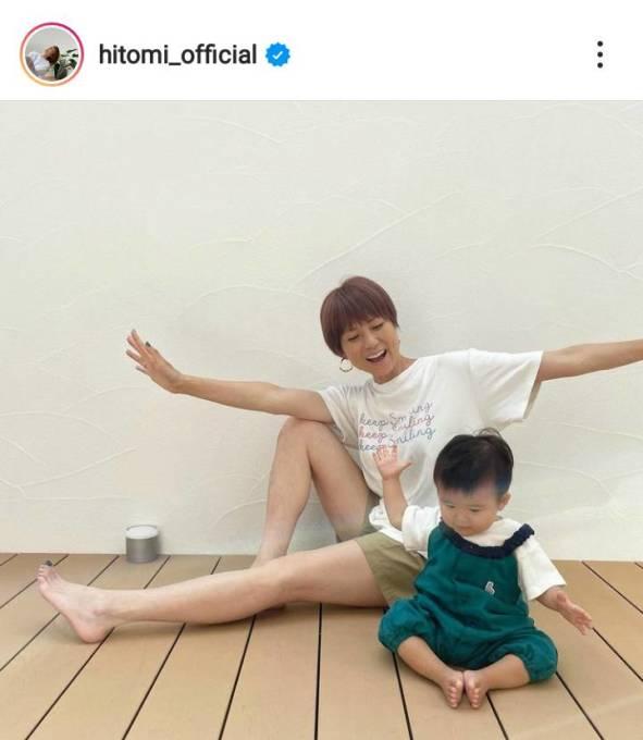 """hitomi、""""ザ・子煩悩""""な夫と三男の親子SHOTを公開し「息子さん、パパそっくり」「愛されてますね」"""