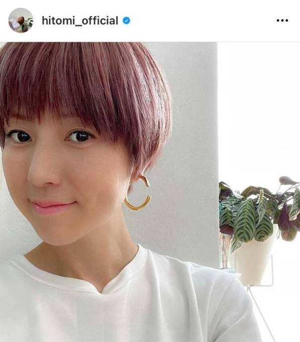 hitomi、ピンク系ヘアへのイメチェンSHOTに「かわいい色」「同じ髪型にしたい」の声