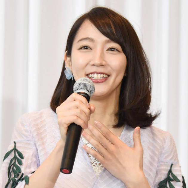 吉岡里帆、透け感トップス×ポニテコーデに「需要しかない!」「目の保養」の声サムネイル画像!