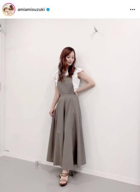 鈴木亜美、美スタイルの衣装SHOTに反響「最高に美人」「可愛い」サムネイル画像!