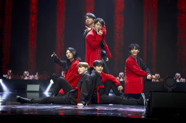 日韓合同グローバルボーイズグループ・NIK、2021年の初ライヴにてユニバーサルミュージックからのメジャーデビュー決定を発表