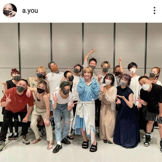 浜崎あゆみ、笑顔のピースSHOT&中国語を交えた動画公開「とっても嬉しく思っています」