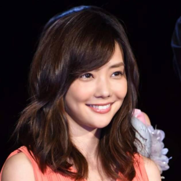 """倉科カナ、顔アップの""""頭ふるふる""""撮影風景にファン悶絶「なに、この可愛さ」「結婚したい」"""