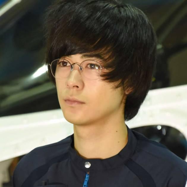 成田凌、顔アップの自撮りSHOTにファン興奮「二重幅に埋まりたい」「鼻高い」