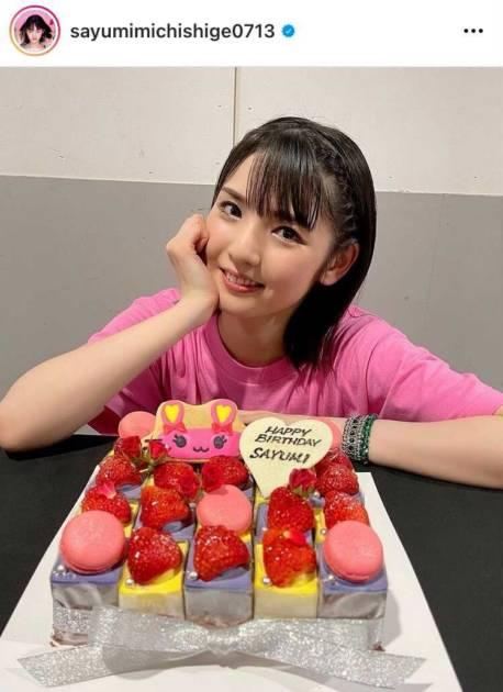 道重さゆみ、32歳の誕生日報告&バースデーケーキ公開「歳を重ねるたびに美しくなってる」の声サムネイル画像!