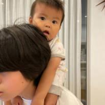"""hitomi、長女と三男""""12歳差""""姉弟の肩車SHOTを公開「びっくりしていたけど…」"""