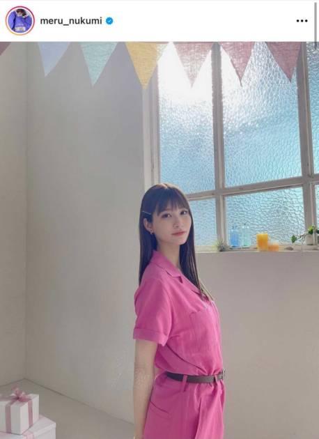 「顔ちっさい」めるる、ピンクコーデのキュートな微笑みSHOTに反響「美少女すぎ」サムネイル画像!
