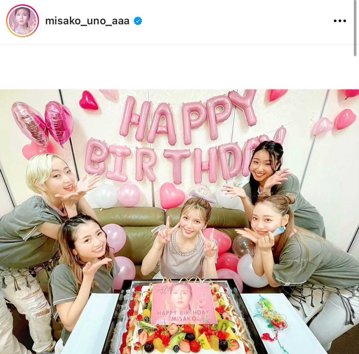 AAA宇野実彩子、大きなケーキを前にした35歳のバースデーSHOTに反響「天使」「最高にかわいい」