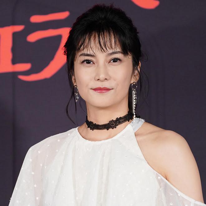 柴咲コウ、グッチのドレスを着こなした上品SHOTに反響「美し過ぎて…」「艶っぽい」