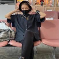 """「細い」倖田來未、美肩&デコルテ見せの""""空港ファッション""""に絶賛の声「スタイルいい」"""