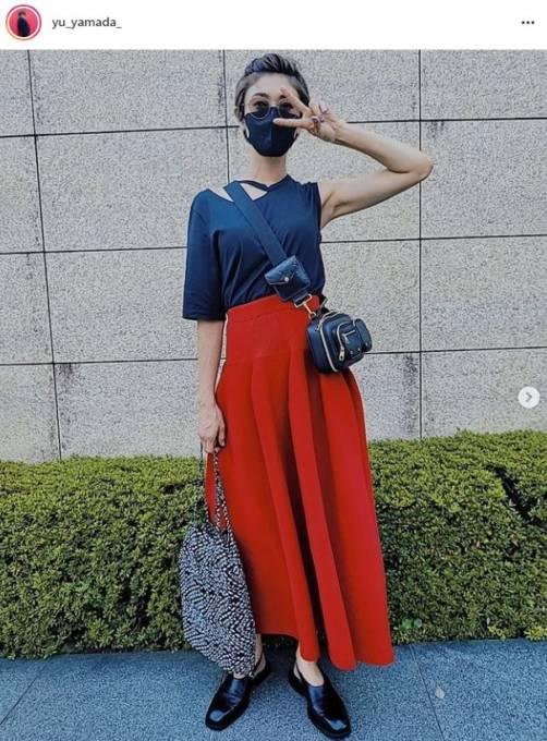 「細い!素敵」山田優、ふんわりスカートのピースSHOTに反響「綺麗やし、カッコエー」