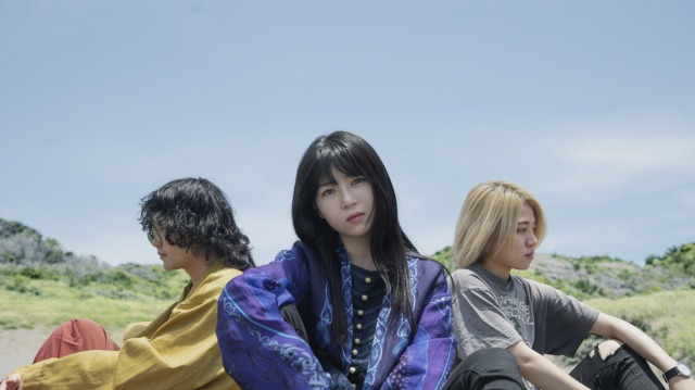 黒子首、1stアルバム「骨格」より3曲同時にリリックビデオを公開