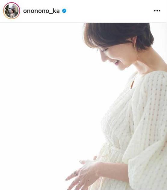 第1子妊娠中のおのののか、ふっくらお腹に手を当てた微笑みSHOT&近況を報告「マイナートラブルも…」サムネイル画像!