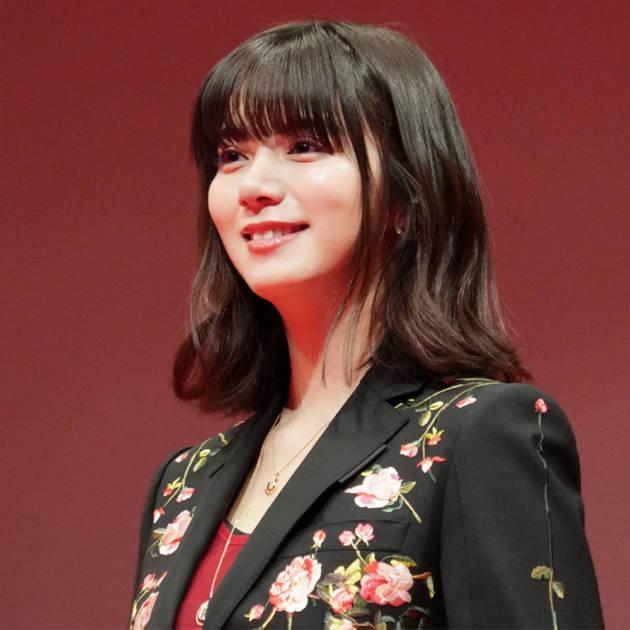 池田エライザ、『アメリ』風SHOTで美しいデコルテを披露サムネイル画像!