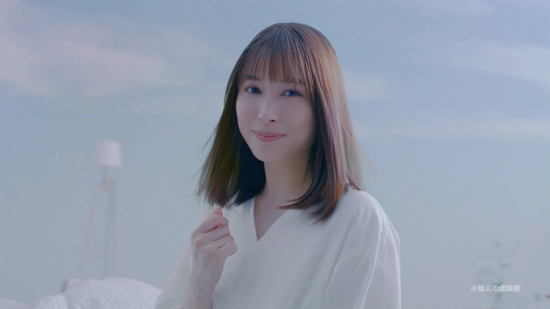 広瀬アリス、髪のキメそろった美しさで輝くハートを披露!「Essential THE BEAUTY」の新CM公開サムネイル画像!