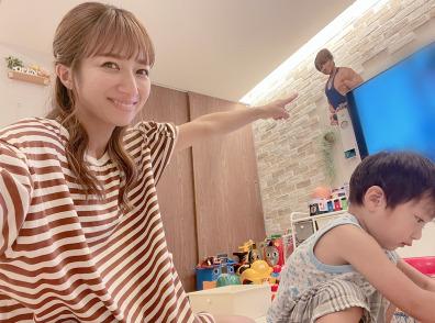 辻希美、長女と愛犬のマッタリSHOT公開「ボサボサだけど」「可愛い」サムネイル画像!